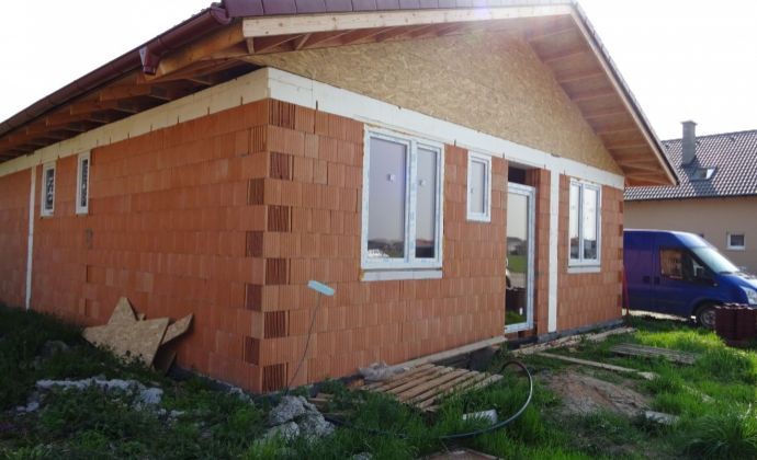 4 - izbový rodínný dom v Malinove, Tri vody