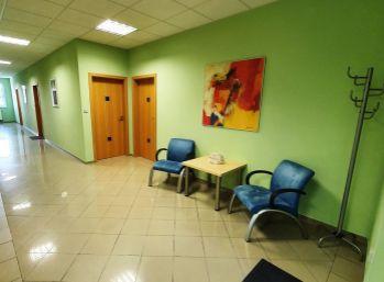 BA Hradská – veľmi pekná kancelária 24,33 m2, parkovanie v cene.