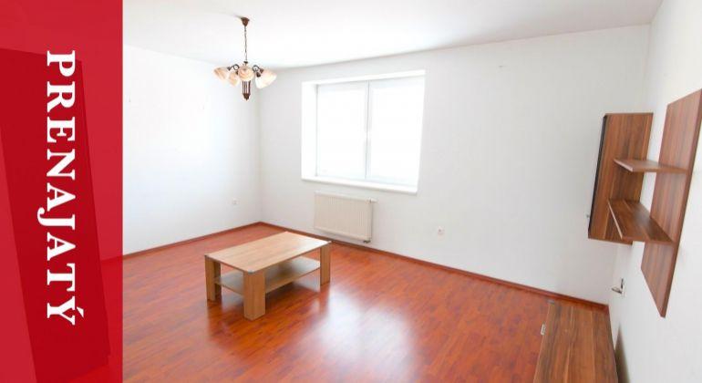 PRENAJATÝ: Prenájom apartmánového 2izbového bytu v centre Žiliny s parkovaním