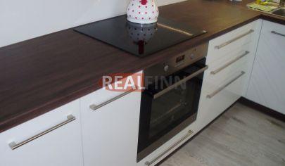 REALFINN  - NOVÉ ZÁMKY  -  Exkluzívny 2 izbový byt na prenájom neďaleko ŽSR stanice