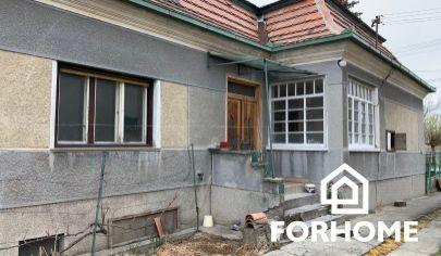 Rodinný dom v obci Dvory nad Žitavou na predaj.