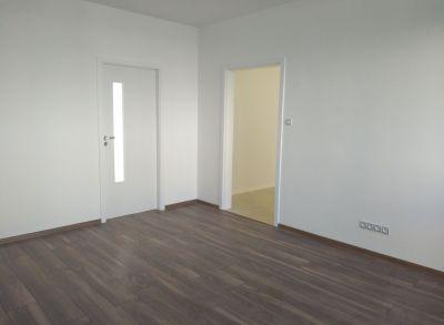 Ponúkame na predaj  3 izbový byt Lamač Studenohorská ulica.