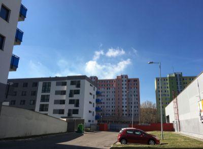 Rezervovaný : Prenájom 1 izbový byt v novostavbe na Uzbeckej ul s garážou.