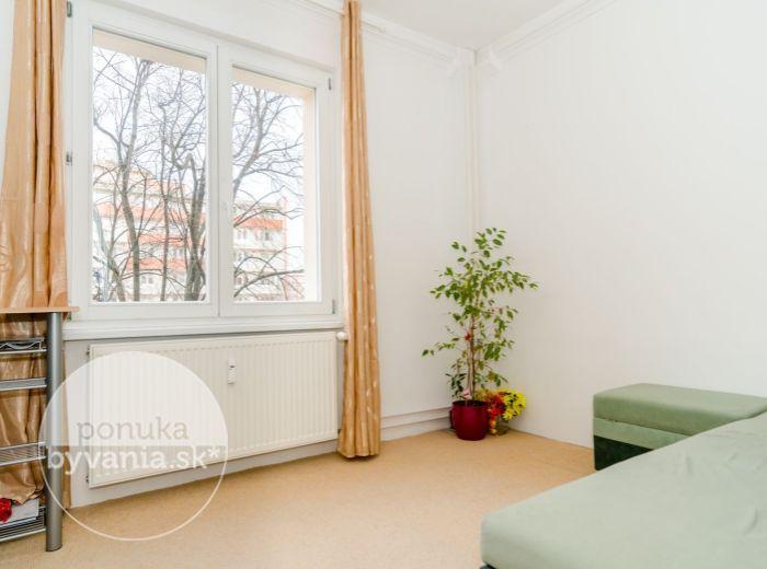 REZERVOVANÉ - ČSL. PARAŠUTISTOV, 1-i byt, 18 m2 – REKONŠTRUKCIA bytu a domu, PIVNICA, bezbariérový výťah