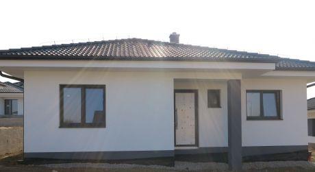 BUNGALOV 4 - IZBOVÝ, POZEMOK 551 M2, TRENČIANSKA TURNÁ  -