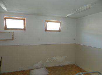 Predáme väčšiu garáž 29 m2 v Seredi