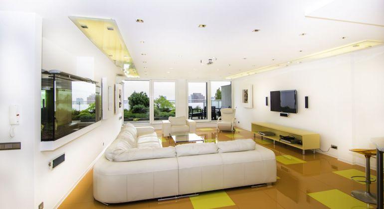 Luxusný 3 izbový byt (150 m2) + 2 x terasa (120 m2) + 2 x garážové státie