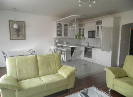 StarBrokers - PRENÁJOM: 3 izbový moderný byt s výhľadom na hrad – ul. Hviezdoslavovo námestie