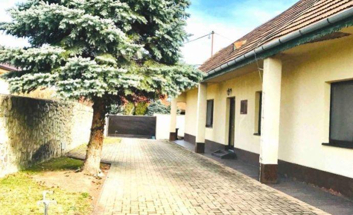 Na predaj RD v centre Záhorskej Bystrice, vidiecky štýl, možný aj ako 2 samostatné bytové jednotky