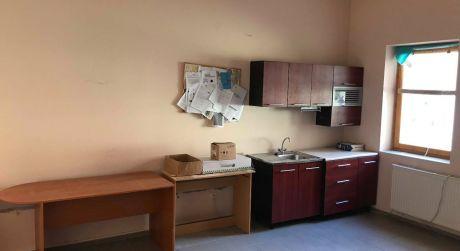 PRENÁJOM - kancelársky priestor s možnosťou parkovania v centre Komárna