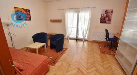 Na predaj  veľký tehlový 1 izbový byt, 40 m2, Trenčín, ul. M. Rázusa