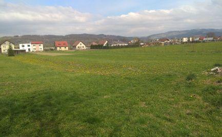 Stavebný pozemok nachádzajúci sa v Dolnom Hričove o veľkosti 743 m2.