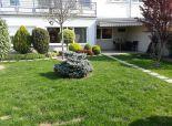 *Bývajte ako v rodinnom dome - 2 izb.byt s terasou a okrasnou záhradou (167m2), novostavba (12r.), vl. kúrenie, bezbariérový..