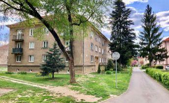 PREDAJ 2 izbový byt 65 m², balkón, 2.p./2.p. Ul. Malá  Prievidza