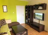 Rezervovane   Ponúkame Vám na predaj 3 izbový byt v Pezinku na Bystrickej ulici 74m2 11/12 murované jadro