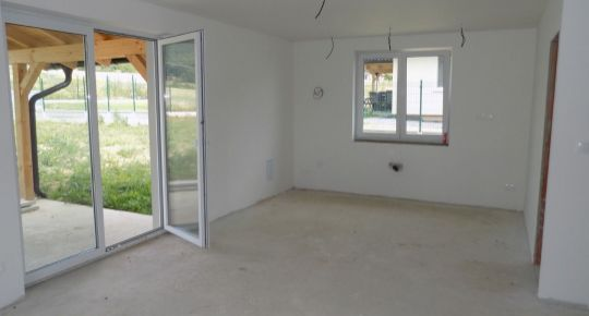 Predaj 4 izbový rodinný dom 624 m2 Poruba okres Prievidza 19015