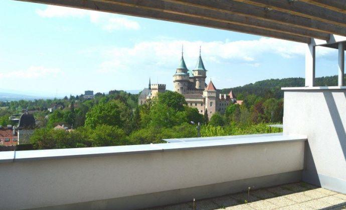Na prenájom 2-izbový, priestranný, manažérsky byt v Bojniciach - výborná lokalita - krásny výhľad