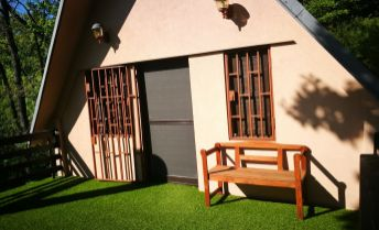 Ponukame na predaj -  Zrekonštruovanú oddychovú chatu pre rodinu .V Pezinku Kučišdorskéj doline