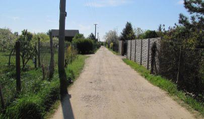 Hľadám stavebné pozemky pre reálneho investora -  Lokality: v Bratislava , Senec, Pezinok ,Malacky