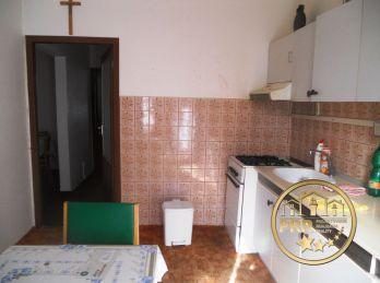 Predané !!! 4-iz.byt 83m2, loggia, 2 pivnice v Bánovciach n/B., Dubnička