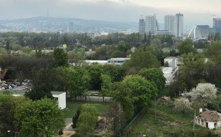 BLAGOEVOVA – 3i BYT s KLIMATIZÁCIOU a LOGGIOU po KOMPLETNEJ REKONŠTRUKCII na začiatku PETRŽALKY