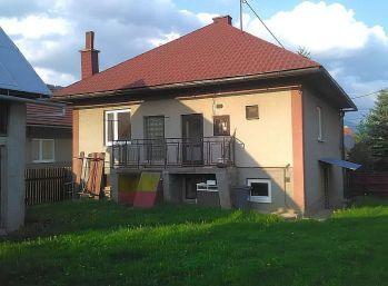 Murovaný rodinný dom na veľkom rovinatom pozemku - Bacúch, okr. Brezno