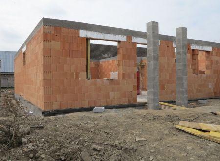 Rodinný dom typu Bungalov  4 - izbový 103,84 m2, pozemok 496 m2 v obci Ivanovce.