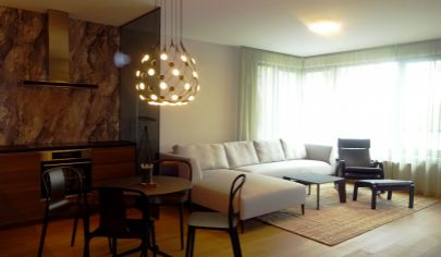 Exkluzívny, zariadený  2 izbový byt s parkovaním - Zuckermandel, Staré Mesto