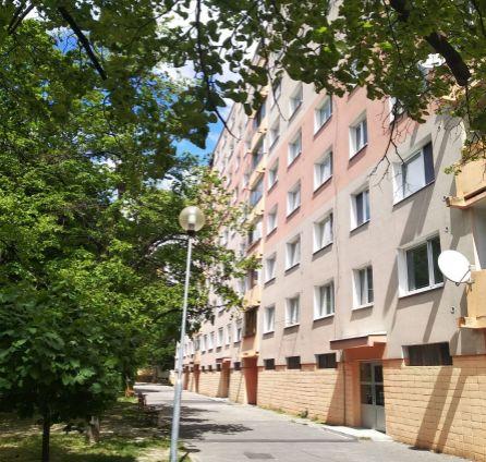 Rezervované - 2i byt - skvelá lokalita + dostupnosť do centra a na D2 - Nejedlého - Dúbravka - BA  StarBrokers