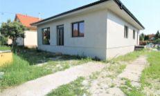 ASTER PREDAJ: 3 izbový rodinný dom- časť dvojdomu v centre Rovinky