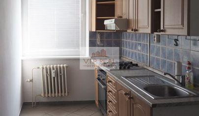 Na predaj priestranný 3-izbový byt s loggiou na začiatku Petržalky