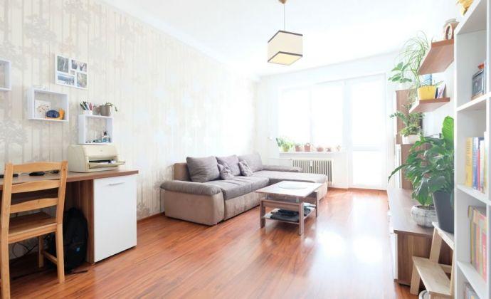 ODPORÚČAME:  2-izbový zrekonštruovaný byt  s 2 balkónmi a skvelou dispozíciou