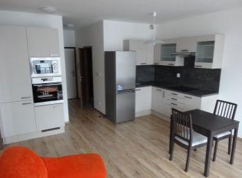 2 izbový byt v Ahojparku s garážovým státím