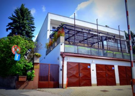 TOP LOKALITA!Prenájom 11 kancelárií+ 5 garáží+vonkajšie park.miesta, Staré mesto-Bratislava