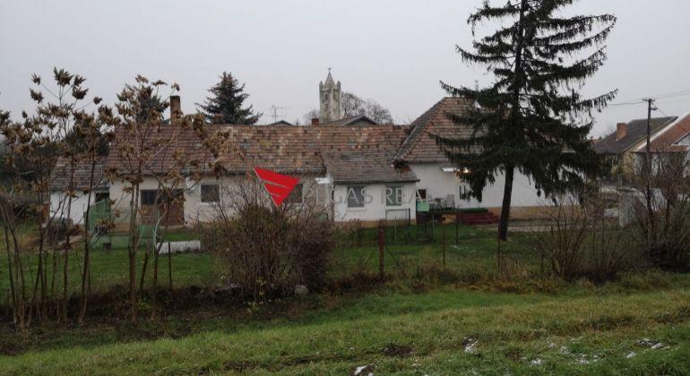 Realitná kancelária PEGAS REAL Vám ponúka na predaj rodinný dom, nachádzajúci sa v krásnej obci Hamuliakovo