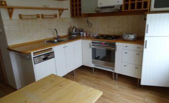 Ponúkame na predaj 2 izbový byt + kuchyňa, balkón, lodžia, 10 ročná stavba