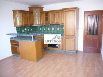 Veľký nezariadený 2 izbový byt v Ružinove