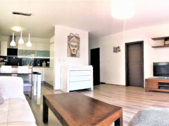 ***NA PREDAJ: Kompletne zariadený 2 izb. byt s vlastnou záhradkou na ul. M.Granca v Dúbravke!!