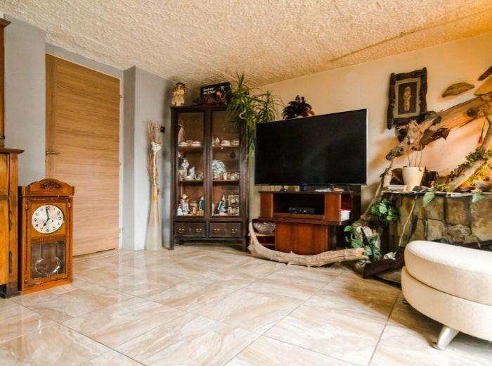 HAMULIAKOVO, 7-i dom, 387 m2 - VEĽKÝ a SPEVNENÝ DVOR, ako stvorený na PODNIKANIE AJ BÝVANIE