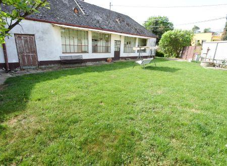 Exkluzívne iba v APEX reality vidiecky dom v Sasinkove na rožnom pozemku s výmerou 811 m2
