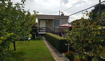 EXKLUZÍVNY PREDAJ: Chatka so záhradou 339m2 v Bratislave - Vrakuni