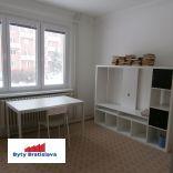 RK Byty Bratislava prenajme 2-izb. byt na ul. Sklenárová BA II - Ružinov.