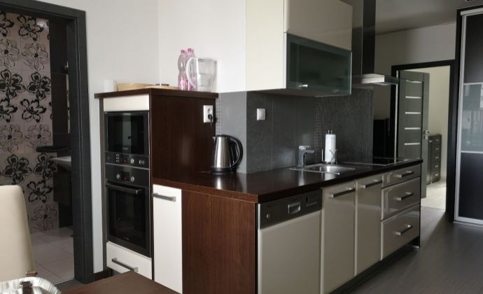EXKLUZÍVNA PONUKA! NADČASOVÁ rekonštrukcia 3 izbového bytu na Škultétyho ulici - aj pre náročných!
