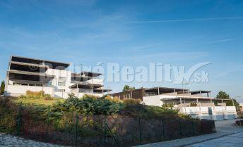 Na prenájom 2-izbový, priestranný, manažérsky byt v Bojniciach - výborná lokalita - krásny výhľad - iba pre jednu osobu