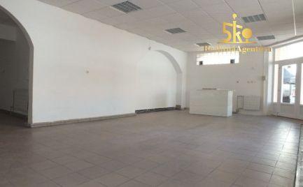 Podnikateľský objekt s dvomi bytovými jednotkami v centre Komárna