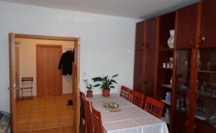 na predaj  3-izbový byt  s loggiou v PETRŽALKE na PEČNIANSKEJ ul.