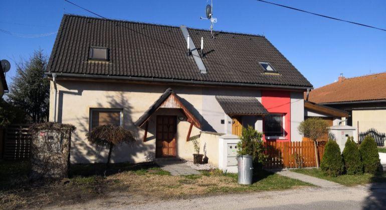 Predáme 3 izb. rodinný dom v Holiciach