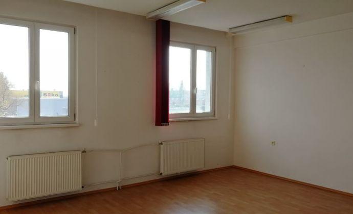 Kancelária na prenájom s kuchynkou a parkovaním, 30 m2, Galvaniho ul., Bratislava