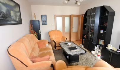 Exkluzívne APEX reality 3i. byt s loggiou v Leopoldove, 70 m2, vlastné kúrenie, zateplený byt. dom