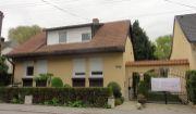 Pekný rodinný dom s veľkou terasou, balkónom, dvojgaržou, altánkom, skladom, jazierkom na peknom pozemku Šaštín-Stráže!!!